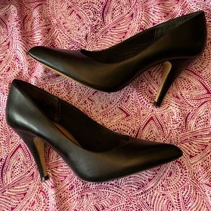 EUC Aldo Black leather heels